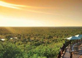 zimbabwe-hotel-victoria-falls-safari-lodge-003.jpg