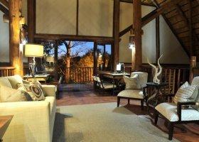 zimbabwe-hotel-victoria-falls-safari-lodge-005.jpg
