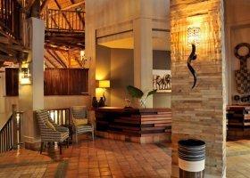 zimbabwe-hotel-victoria-falls-safari-lodge-006.jpg