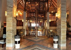 zimbabwe-hotel-victoria-falls-safari-lodge-007.jpg