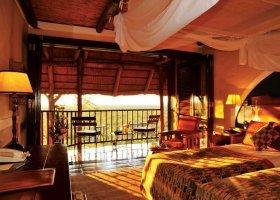 zimbabwe-hotel-victoria-falls-safari-lodge-009.jpg