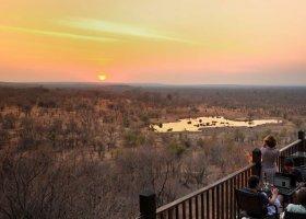 zimbabwe-hotel-victoria-falls-safari-lodge-011.jpg