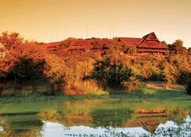 zimbabwe-hotel-victoria-falls-safari-lodge-012.jpg