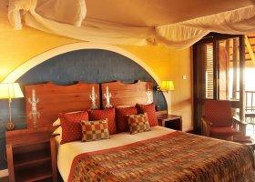 zimbabwe-hotel-victoria-falls-safari-lodge-014.jpg