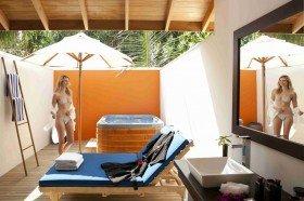 Jacuzzi Beach Villa (65 m2)