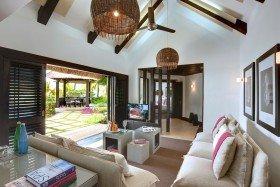Beach Front Villa (180 m²)