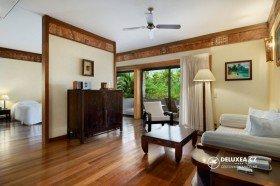 King Garden View Suite Guest Room