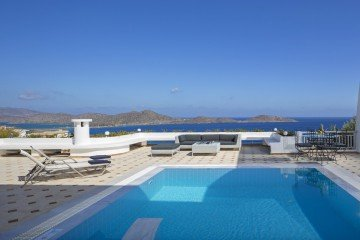 Mediterranean Pool Villa (120-150 m²)