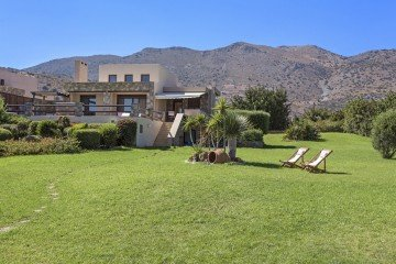 Elounda BeachFront Villa with Heated Pool (250 m²)