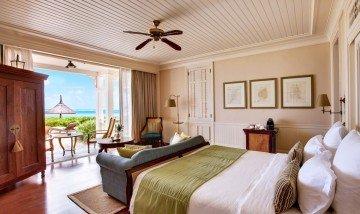 Deluxe Beachfront Room (54-62 m²)