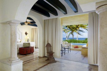 Romance Ocean Front One Bedroom Suite with Plunge Pool (115 m²)