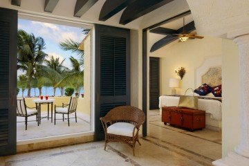 Ocean Front Master Suite Two Bedroom with Terrace (170 m²)