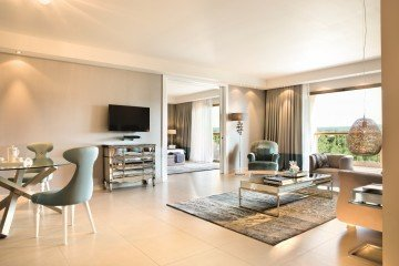 Deluxe One Bedroom Family Suite