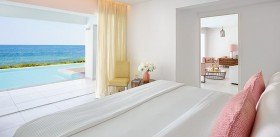 "Villa ""White"" Seafront With Private Pool & Direct Beach Access"