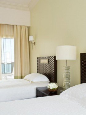 2 Twin Beds Club Access