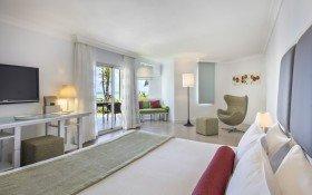 Deluxe Sea-Facing Room Terrace / Balcony