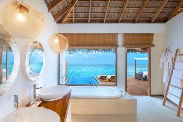 Spectacular Overwater Villa (146 m2, max. kapacita 3 dospělé osoby)