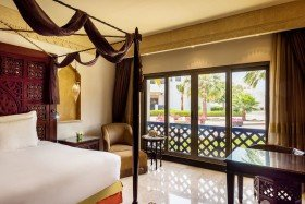 Deluxe King Room, Pool View