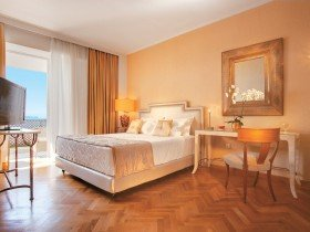 Palace Guestroom