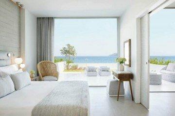 Deluxe One Bedroom Bungalow Suite with Private Garden Beachfront