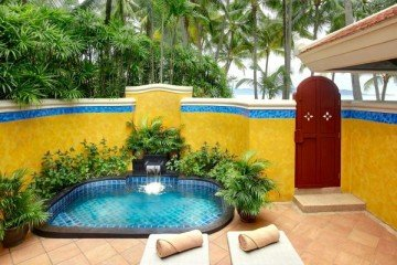 Deluxe Beachfront Villa with Plunge Pool