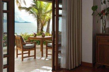 Deluxe Beachfront Villa (60m2)