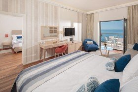 V Level Luxury Family Suite with Balcony Spectacular Sea View