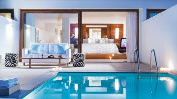 Amirandes VIP Two-Bedroom Suite, Gym & Private Heated Pool, Sea View