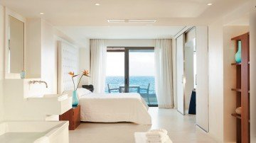 One-Bedroom Grand Suite with Frontal Sea View