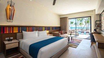 Oceanfront Junior Suite Swim Up King