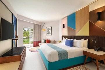 Premium Partial Ocean View with One King Bed (Family i Adults Only)