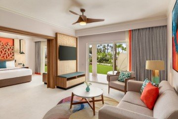 Premium Suite Garden View With One King Bed (Family i Adults Only)