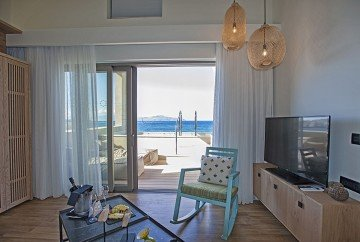 Ultimate Haven Sea Front with Private Pool and Jacuzzi