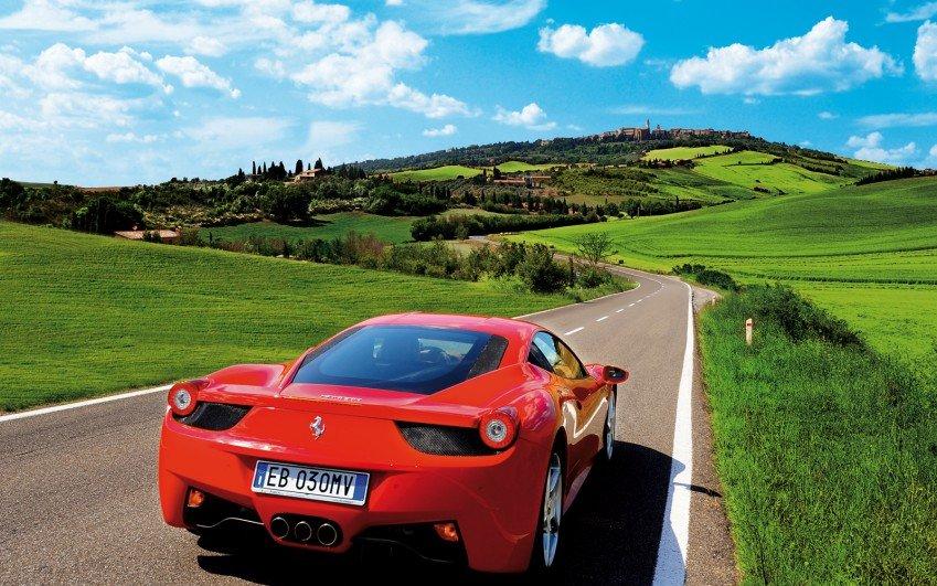 Itálie ve Ferrari